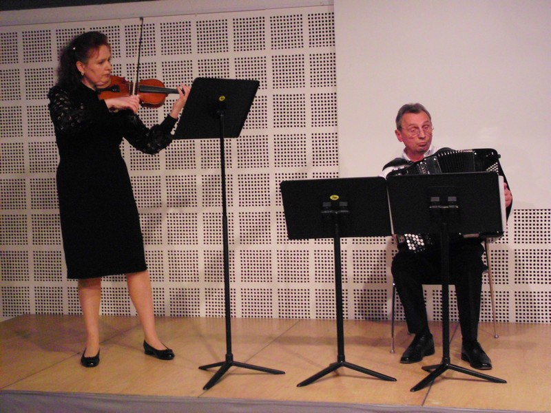 Elena Auberer, Violine und Wilhelm Rudat, Akkordeon